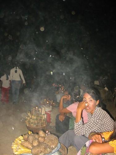 suikerrietverkoopsters in het donker