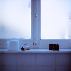Seagull 01▸10 (ukaaa) Tags: blue light white cold 120 6x6 tlr film window analog paper square bathroom student lomo lca lomography kodak room toilet charlie negative tiles medium mf condensation analogue toiletpaper portra canoscan kot twinlensreflex portra160vc condense 8800f haiou seagull4a103