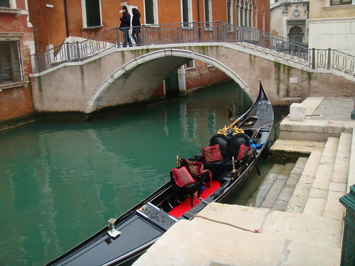 Gondola sobre un canal