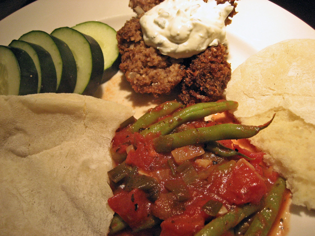Kibbeh with yogurt sauce, green beans in tomato sauce and flat breads