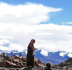 Nam Tso (reurinkjan) Tags: nature clouds stupa buddhist tibet namtso 2008 prostrating changtang namtsochukmo nyenchentanglha tibetanlandscape tengrinor janreurink damshungcounty damgzung བོད། བོད་ལྗོངས། མཆོད་རྟེན། སངས་རྒྱས་ཆོས་ལུགས་པ། སྤྲིན། ཕྱག་འཚལ་བཞིན་པ། བཀྲ་ཤིས་བདེ་ལེགས། བྱང་ཐང།
