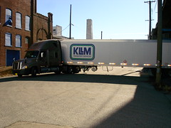 at chemical shipper in St Louis- jack back blocking the whole street (aortali1375) Tags: saint truck louis kllm