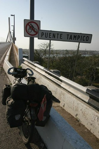 Puente Tampico - not made for cyclists...