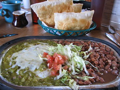 IMG_10449 (old.curmudgeon) Tags: newmexico vittles tomasitas sopaipilla 5050cy