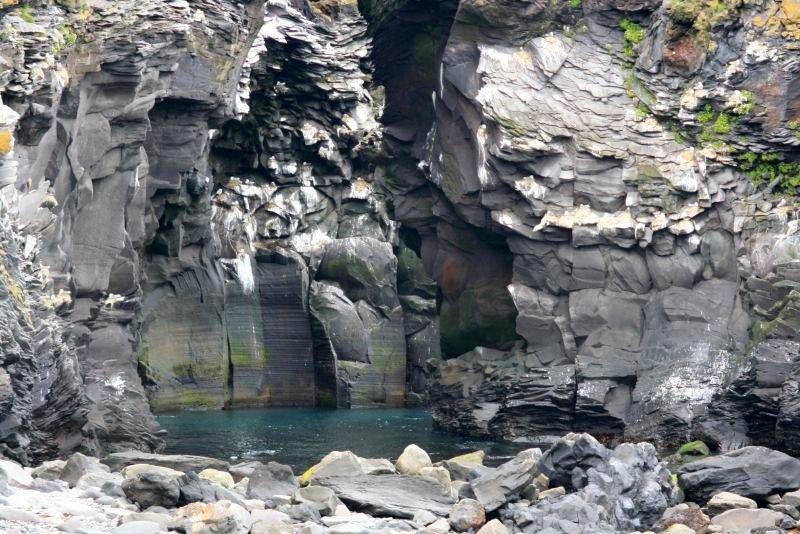 Hellnar shore