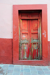 _ND31710 (Vilhelm Sjostrom) Tags: door color detail building wall de mexico saturated puerta saturation guanajuato doorsandwindows puertasyventanas elmurosnoshablan thewallsspeaktous