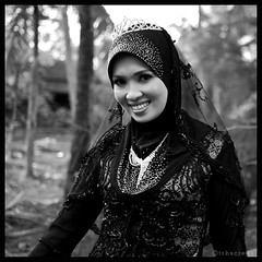 Togowk Queen (Hell62_Trbs) Tags: wedding people asia outdoor hijab malaysia potrait terengganu marang nikond80 flowerofislam togowk 35mmf18g hell62 trbscrewz