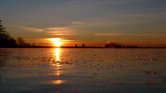 P1030598 (Remko van Dokkum) Tags: sunset sun ice silhouette set zonsondergang iceskating skating zon silhouet schaatsen schaats ondergang natuurijs uitdam