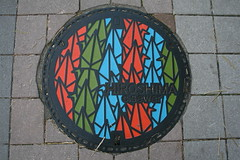 Hiroshima Manhole Cover, in Color!  (only1tanuki) Tags: japan japanese decorative  manhole sewer manholecover hiroshimacity hiroshimaprefecture gullydeckel senbazuru   hatchcover  20  1000origamicranes colormanholecover