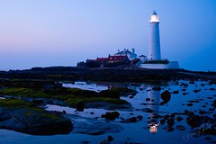 St Mary's Lighthouse (GaryJS ) Tags: uk light sunset sea england lighthouse seaweed st rock canon point island bay coast march michael north rocky east pools marys tyneside tidal 2009 currys causeway whitley 400d garyjs wwwgaryjsphotographycouk