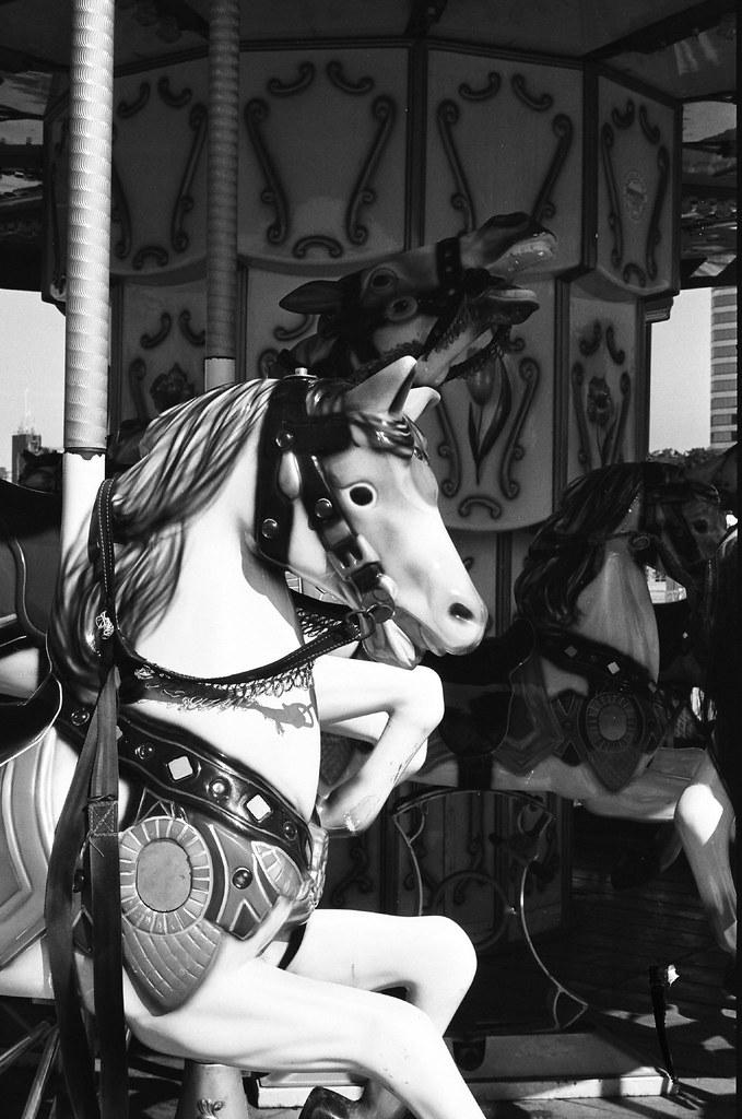 merry-go-round (by 小帽(Hat))
