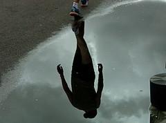 Reflejo del agotamiento/Reflection of exhaustion (Joe Lomas) Tags: madrid leica españa reflection race puddle spain marathon reflejo silueta runner silhoutte corredor maraton carrera charco photostakenwithaleica leicaphoto