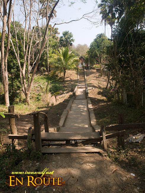 Wat Long Khun Bridgeway