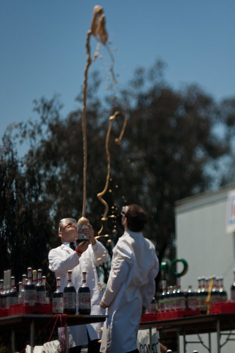 Maker Faire 2009: Mentos and diet coke test run