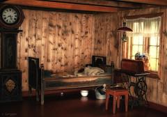 The bed chamber (larigan.) Tags: friends bed historical trondheim singersewingmachine grandfatherclock sverresborg blueribbonwinner bedchamber chamberpot citrit larigan phamilton merkertunet