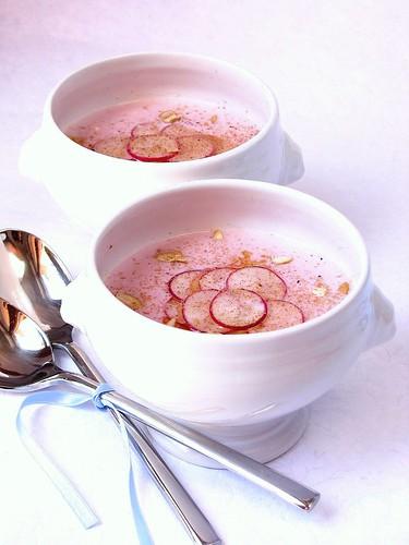 Crema di ravanelli, feta e anacardi