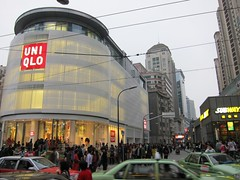 UNIQLO旗艦店開幕人龍超長