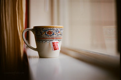 tea can do that. (tumbleweed.in.eden) Tags: window nikon tea kodak f100 mug portra 50mmf14 lipton 400nc clichesaturday