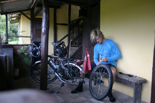 Changing the rear tyre in Zhud, Ecuador...