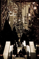CaOs CalMo (Jody Art) Tags: barcelona city canon town gente persone espana caos jody barcellona spagna 2007 citt lightroom prospettiva calmo vertigine postpro scalemobili 40d jodyart trattato jodysticca autovetture