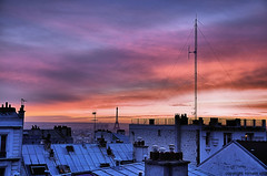 who's the tallest? (romvi) Tags: from roof sunset panorama paris france tower de soleil nikon tramonto butte tour coucher eiffel montmartre des villa vue romain antenne whos tallest toits d90 colorphotoaward aplusphoto romainvilla whosthetallest colourartaward grouptripod romvi