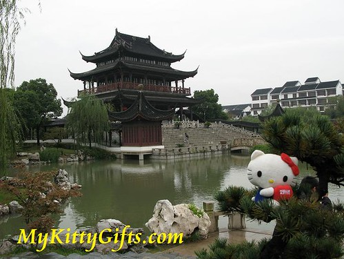 Hello Kitty Watching HanShan Temple, SuZhou