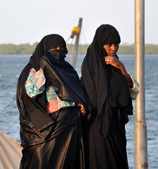 Swahili Ladies. Lamu pier (sambukot) Tags: africa travel woman donna interestingness nikon women veil muslim hijab safari lamu niqab viaggio velo swahili musulmana etnie musulmani veiledwomen buibui kenyacoast safarikenya africanbeach swahiliwomen costaafricana costakenya etniekenya sambukot