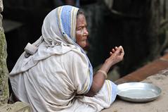 india-homeless (Romain sauze...come back ..) Tags: life market femme kolkata march couleur calcutta inde d300 mandiant romainsauze