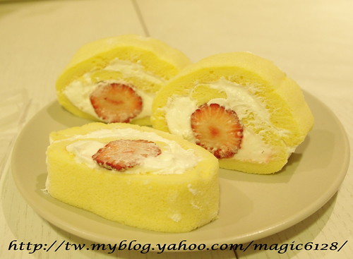 奶油草莓捲