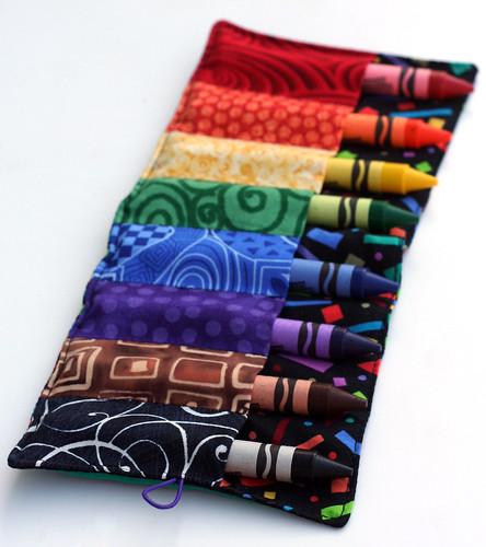 Crayon roll: Full o' crayons