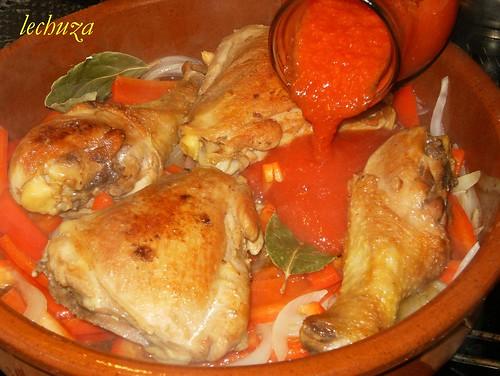 Pollo chilindron-añadir tomate