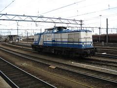 D&D 1401 (giedje2200loc) Tags: train diesel v100 east locomotive dd trein lok loks 1401 dundd