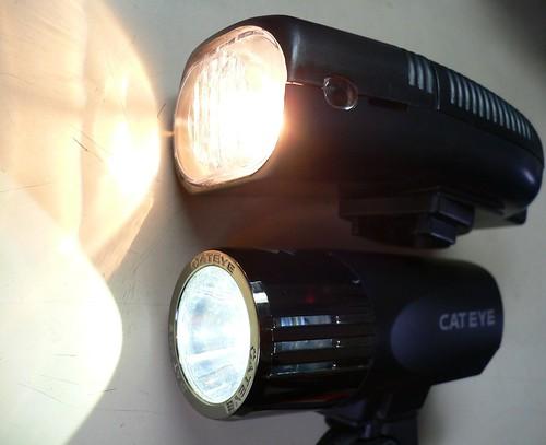 キャットアイ HL-EL520 VS 100円ヘッドライト