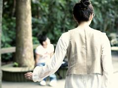 _月亮繼續孤獨的理由。 (eliot.) Tags: life live sophie hsinchu taiwan sunny eliot happytogether 環遊世界 九格把戲集 九重葛瀑布 我愛葡萄柚汁 飛行的禮物 月亮一枚 風箏有張臉 連續/不連續