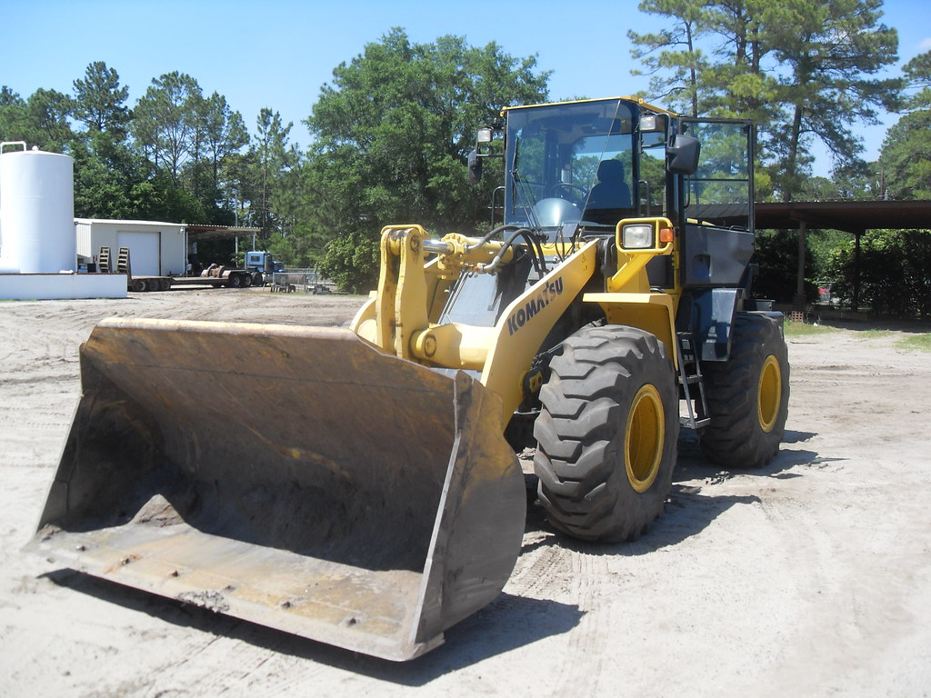 Komastsu WA320-5L Wheel Loader 2005 - Front