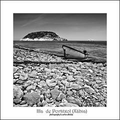 Illa Portitxol (Xbia) (carlos albelda) Tags: mar barca bn tronco islas hdr rocas piedras javea xbia portitxol