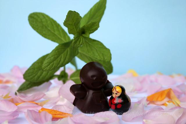 l'incontro divertente e fantasioso tra la Matrioska e l'omino di cioccolato