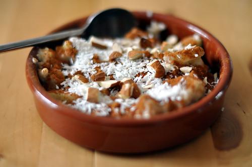 Havregrød med æbler, kanel, kokosmel og mandler