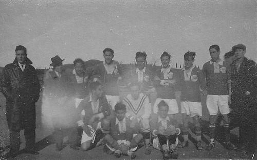Equipo de fútbol en Toledo, años 30. Escuela de Gimnasia.  Fotografía de Eduardo Butragueño Bueno