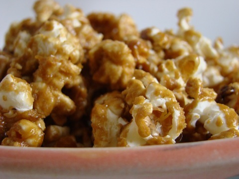 Homemade caramel corn by The Messy Baker