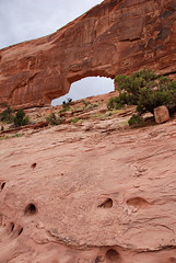 20070916_1542...Jeep Arch from below (listorama) Tags: terrain landscape geotagged utah sandstone arch hiking canyon hike erosion moab scramble geomorphology topography landform culvertcanyon jeeparch ut2007sep h900h