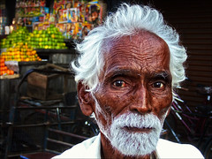 Fruit seller (P.C.P) Tags: old portrait man tamilnadu pcpsk59 thirukalukunram