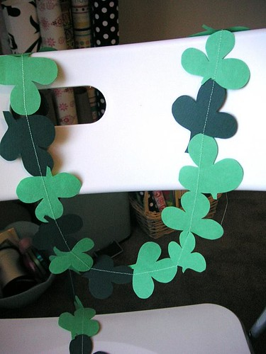 How to: Shamrock Garland