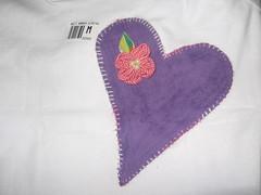 Camiseta com aplicação de fuxico (Mar de flores) Tags: flowers flores fuxico yoyo fux croche fuxicos fuxicando crochetando fuxicaria fuxic