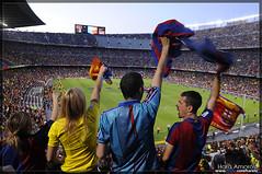 Aficionats a la celebraci del triplet del Bara al Camp Nou 2009 (Hara Amors) Tags: barcelona sport club football nikon fiesta soccer catalunya fans futbol festa triplet campnou bara fcbarcelona 2009 copa champions celebracin campeones fcb d300 campions blaugrana aficion lliga tamron1750 250v10f triplete 20082009 nikond300 tricampions