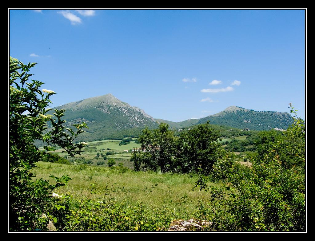 Txurregi y Gaztelu desde Saldise (Navarra)