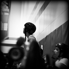 Jet City Roller Girls (Dalmatica) Tags: portrait bw woman sexy blanco female fun blackwhite washington candid negro helmet documentary rollerderby extremesports everett bout pinkpistols dalmatica marianatomas jetcityrollergirls dsc0119holga