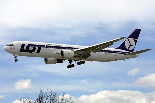LOT Polish Airlines Boeing 767-35D(ER) SP-LPC Poznan YYZ 03-06-09