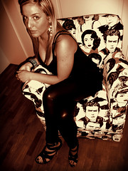 Red Gold Sun. (inka7791) Tags: red woman sun girl beautiful beauty smile fashion fetish gold donna eyes moda occhi blonde heels heel sole rosso scarpe bellezza ragazza gioielli lusso bionda tacchi orecchini orecchino lusciuous