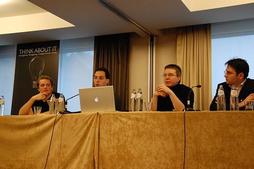 A négy szerkesztőtárssal